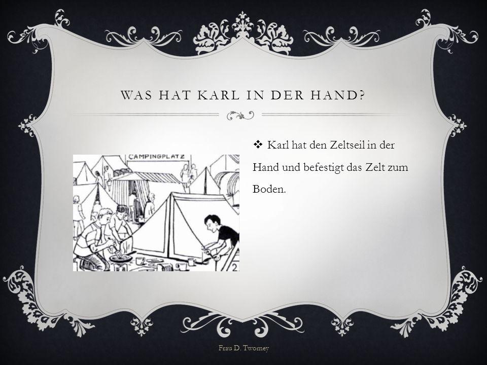 Was hat Karl in der Hand. Karl hat den Zeltseil in der Hand und befestigt das Zelt zum Boden.