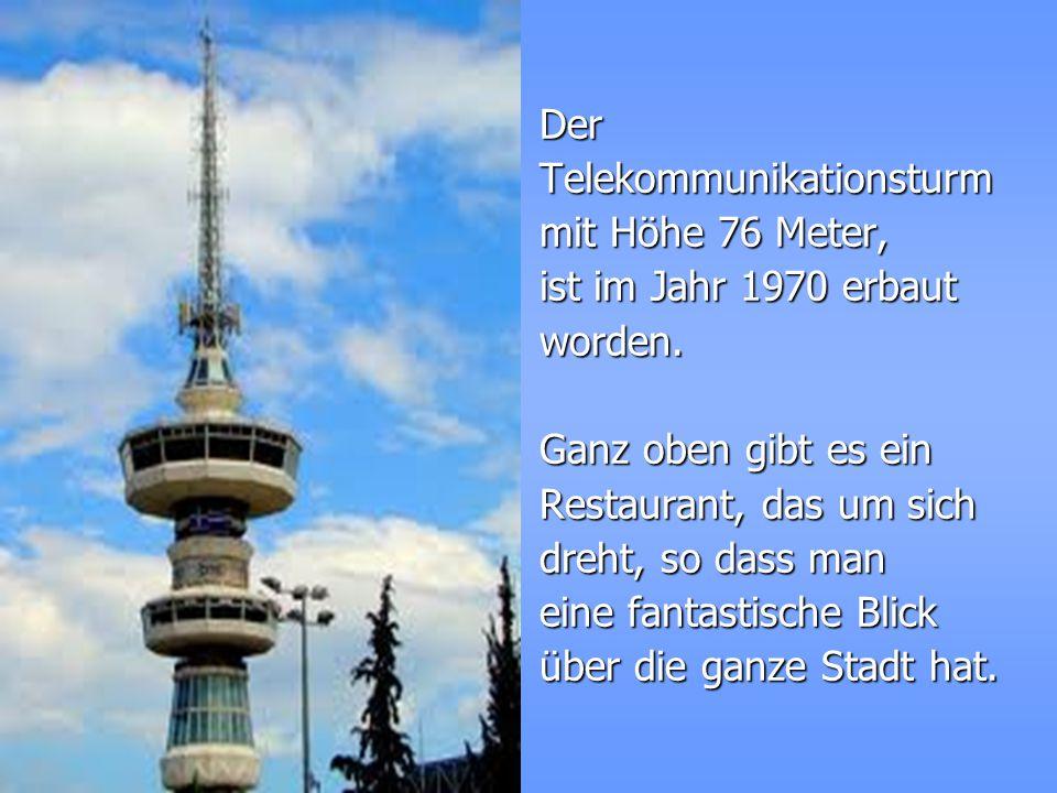 Der Telekommunikationsturm. mit Höhe 76 Meter, ist im Jahr 1970 erbaut. worden. Ganz oben gibt es ein.