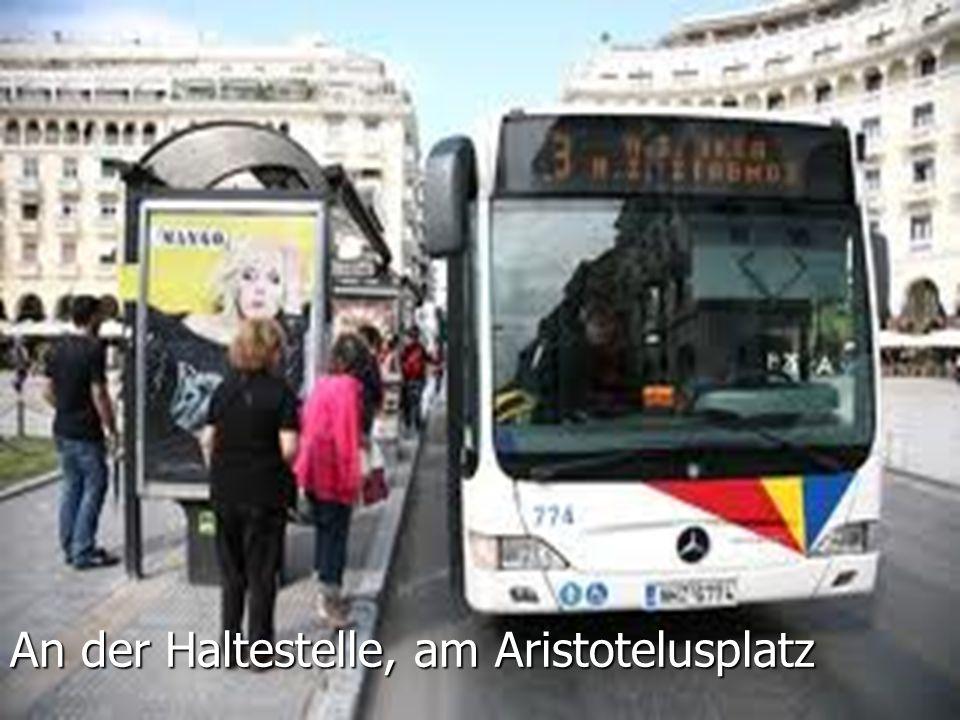 An der Haltestelle, am Aristotelusplatz