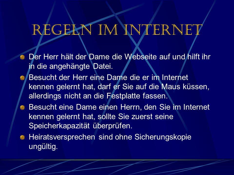 Regeln im Internet Der Herr hält der Dame die Webseite auf und hilft ihr in die angehängte Datei.