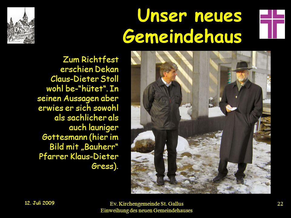 Zum Richtfest erschien Dekan Claus-Dieter Stoll wohl be- hütet