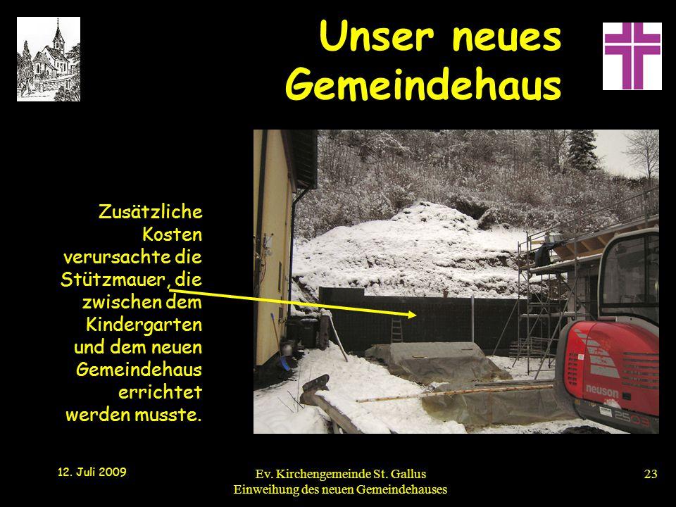 Zusätzliche Kosten verursachte die Stützmauer, die zwischen dem Kindergarten und dem neuen Gemeindehaus errichtet werden musste.