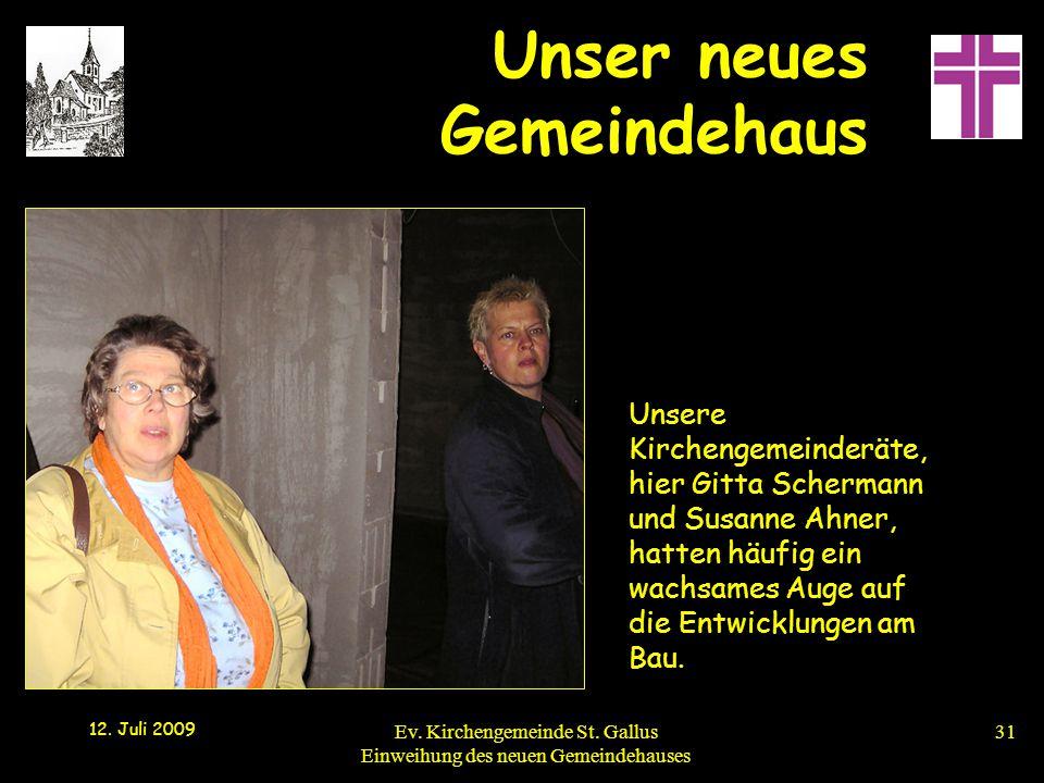 Unsere Kirchengemeinderäte, hier Gitta Schermann und Susanne Ahner, hatten häufig ein wachsames Auge auf die Entwicklungen am Bau.