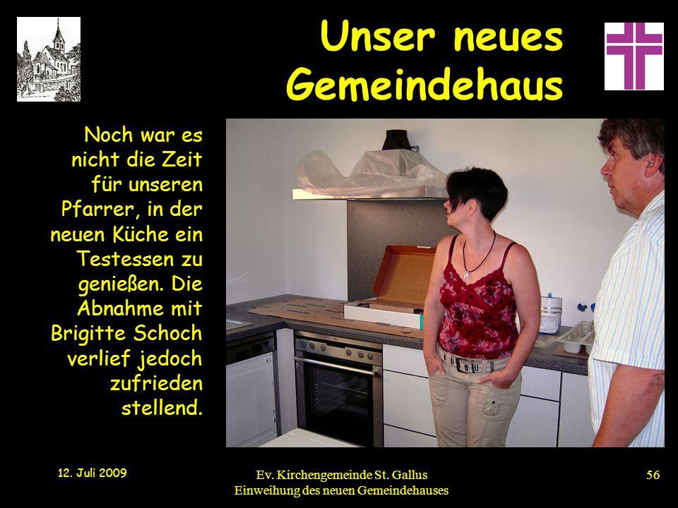 Noch war es nicht die Zeit für unseren Pfarrer, in der neuen Küche ein Testessen zu genießen. Die Abnahme mit Brigitte Schoch verlief jedoch zufrieden stellend.
