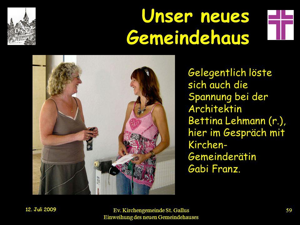 Gelegentlich löste sich auch die Spannung bei der Architektin Bettina Lehmann (r.), hier im Gespräch mit Kirchen-Gemeinderätin Gabi Franz.