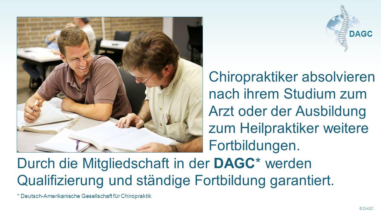 Chiropraktiker absolvieren nach ihrem Studium zum Arzt oder der Ausbildung zum Heilpraktiker weitere Fortbildungen.