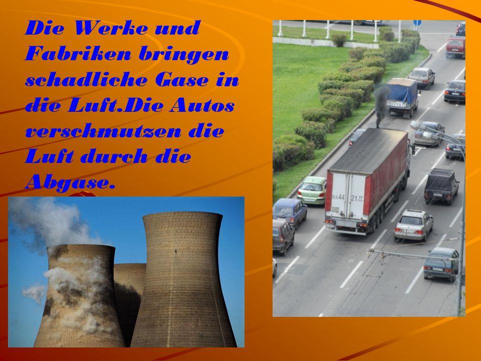 Die Werke und Fabriken bringen schadliche Gase in die Luft