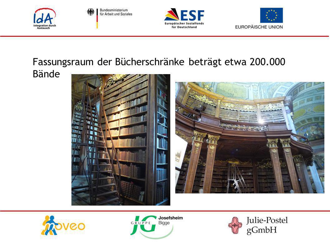 Fassungsraum der Bücherschränke beträgt etwa 200.000 Bände