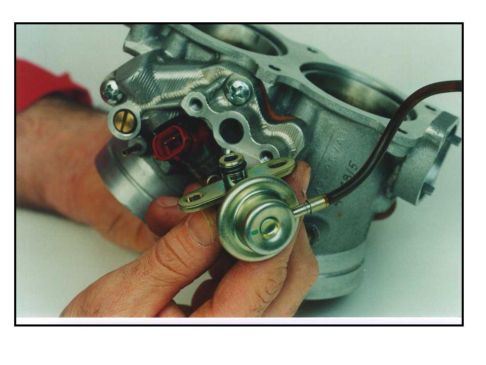 Der Kraftstoffdruckregler hält den Kraftstoffsystemdruck konstant bei 3,0 bis 3,3 bar; je nach anliegendem Unterdruck.
