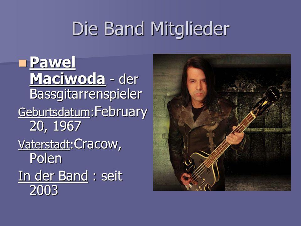 Die Band Mitglieder Pawel Maciwoda - der Bassgitarrenspieler