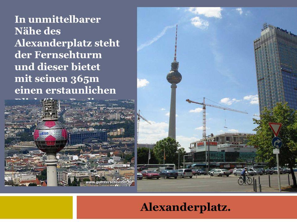 In unmittelbarer Nähe des Alexanderplatz steht der Fernsehturm und dieser bietet mit seinen 365m einen erstaunlichen Blick über Berlin.