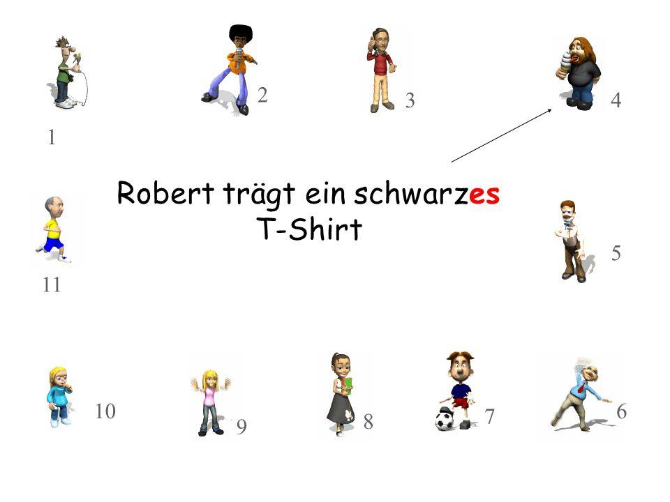 Robert trägt ein schwarzes T-Shirt