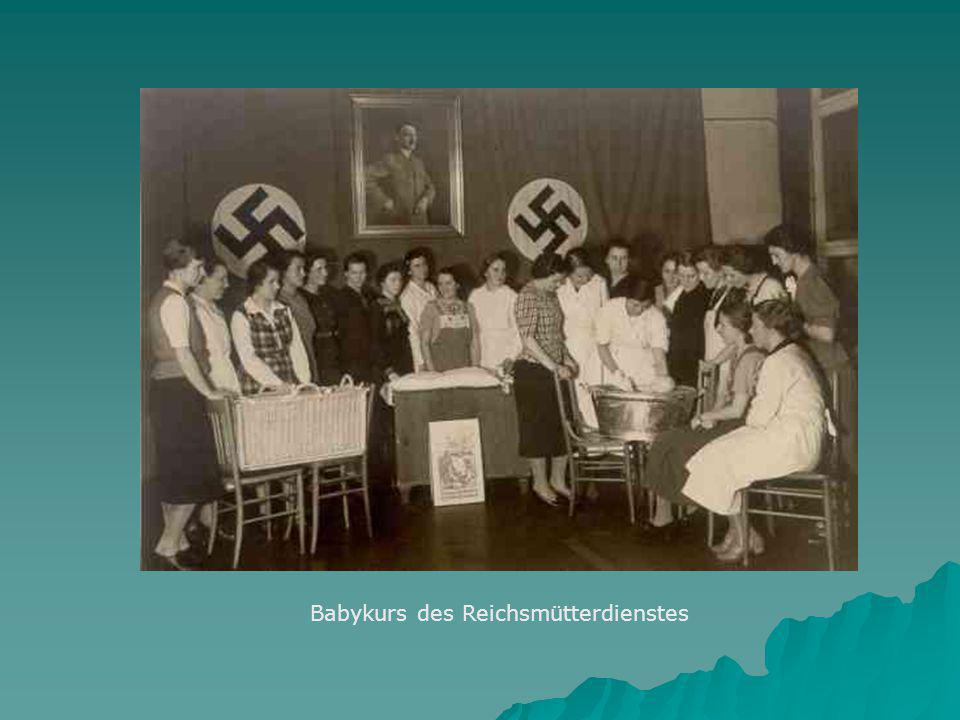 Babykurs des Reichsmütterdienstes