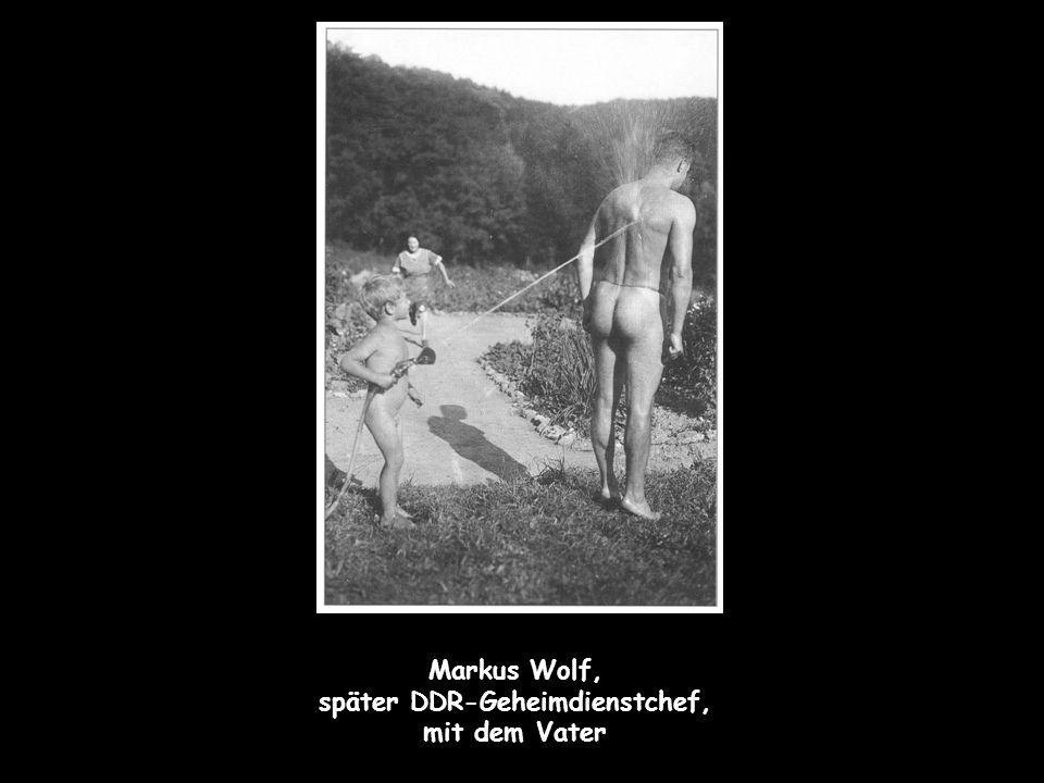 Markus Wolf, später DDR-Geheimdienstchef, mit dem Vater
