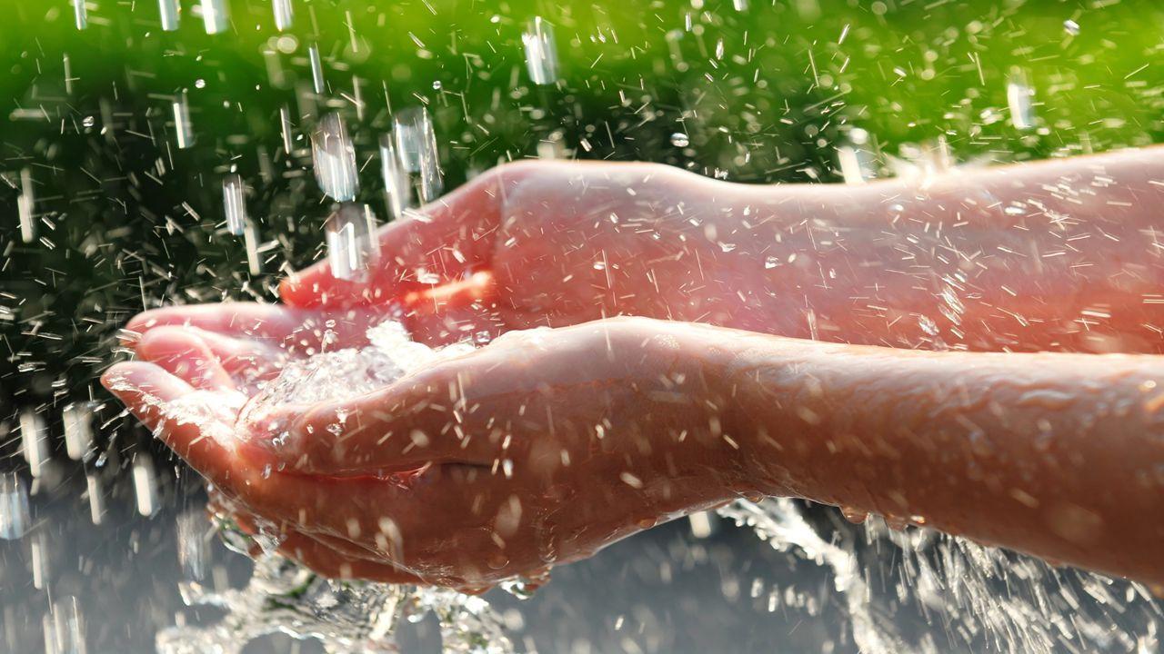 Wasser müssen wir als pflegende Betreuer eines Bewohners/Patienten an erster Stelle stellen.