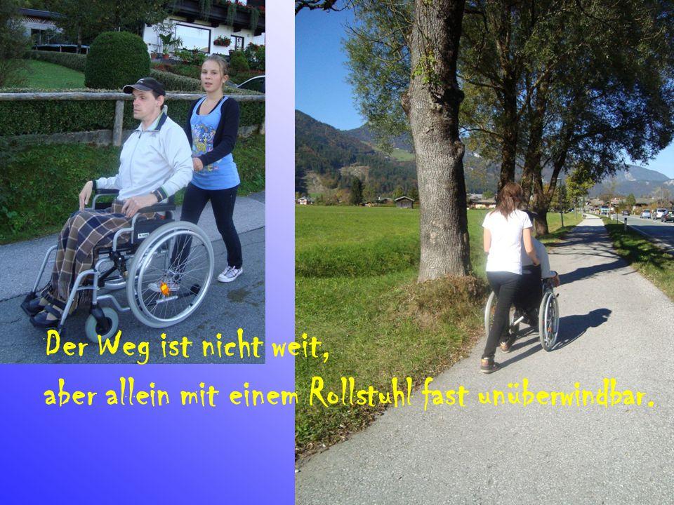 Der Weg ist nicht weit, aber allein mit einem Rollstuhl fast unüberwindbar.