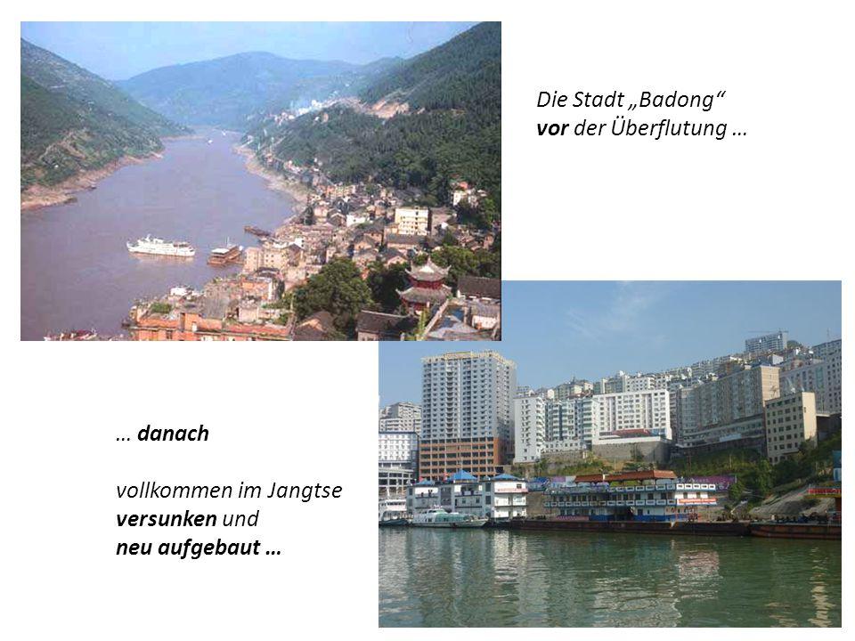 """Die Stadt """"Badong vor der Überflutung … … danach."""