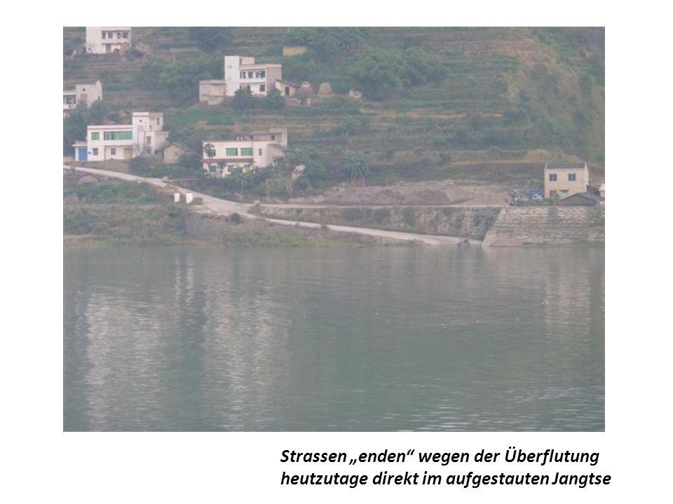 """Strassen """"enden wegen der Überflutung"""