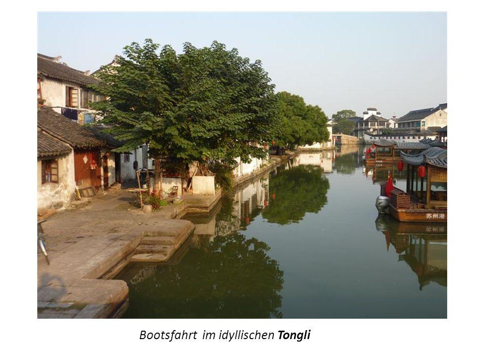 Bootsfahrt im idyllischen Tongli