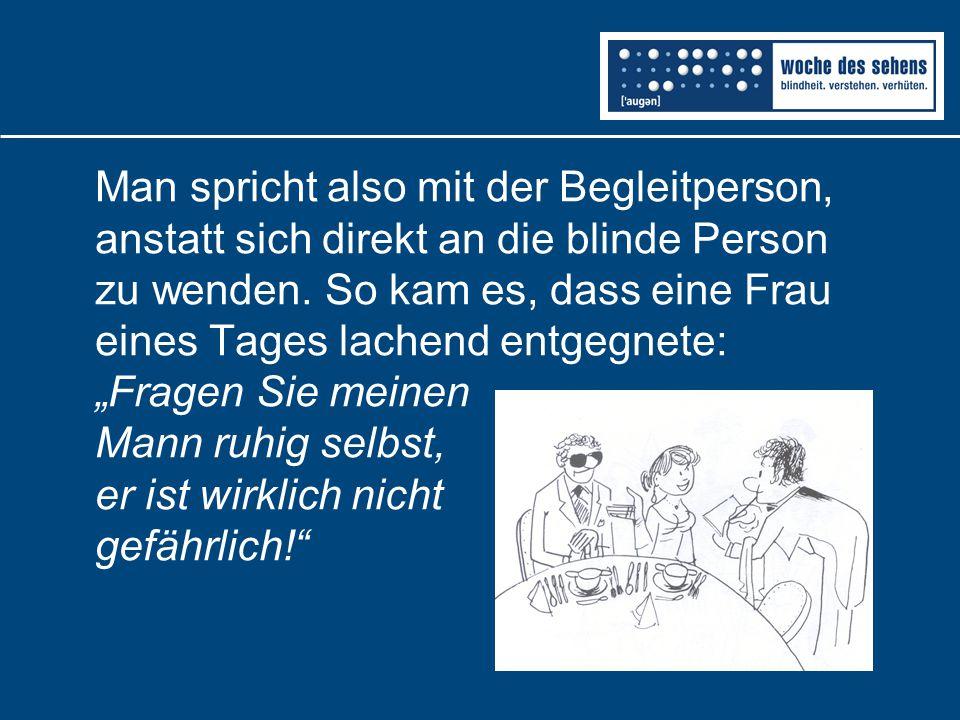 Man spricht also mit der Begleitperson, anstatt sich direkt an die blinde Person zu wenden.