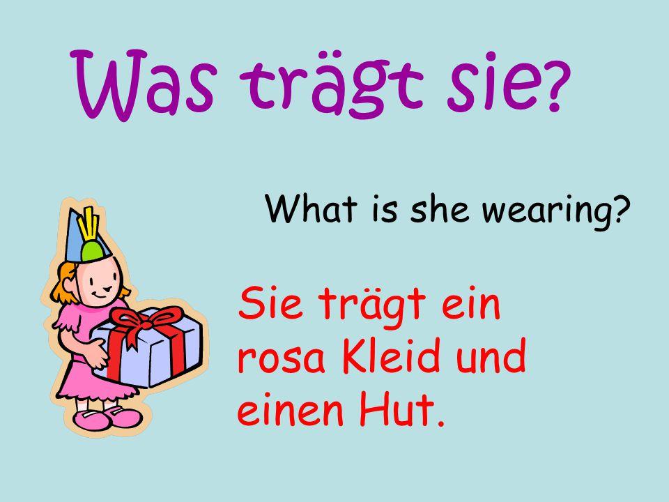 Was trägt sie Sie trägt ein rosa Kleid und einen Hut.