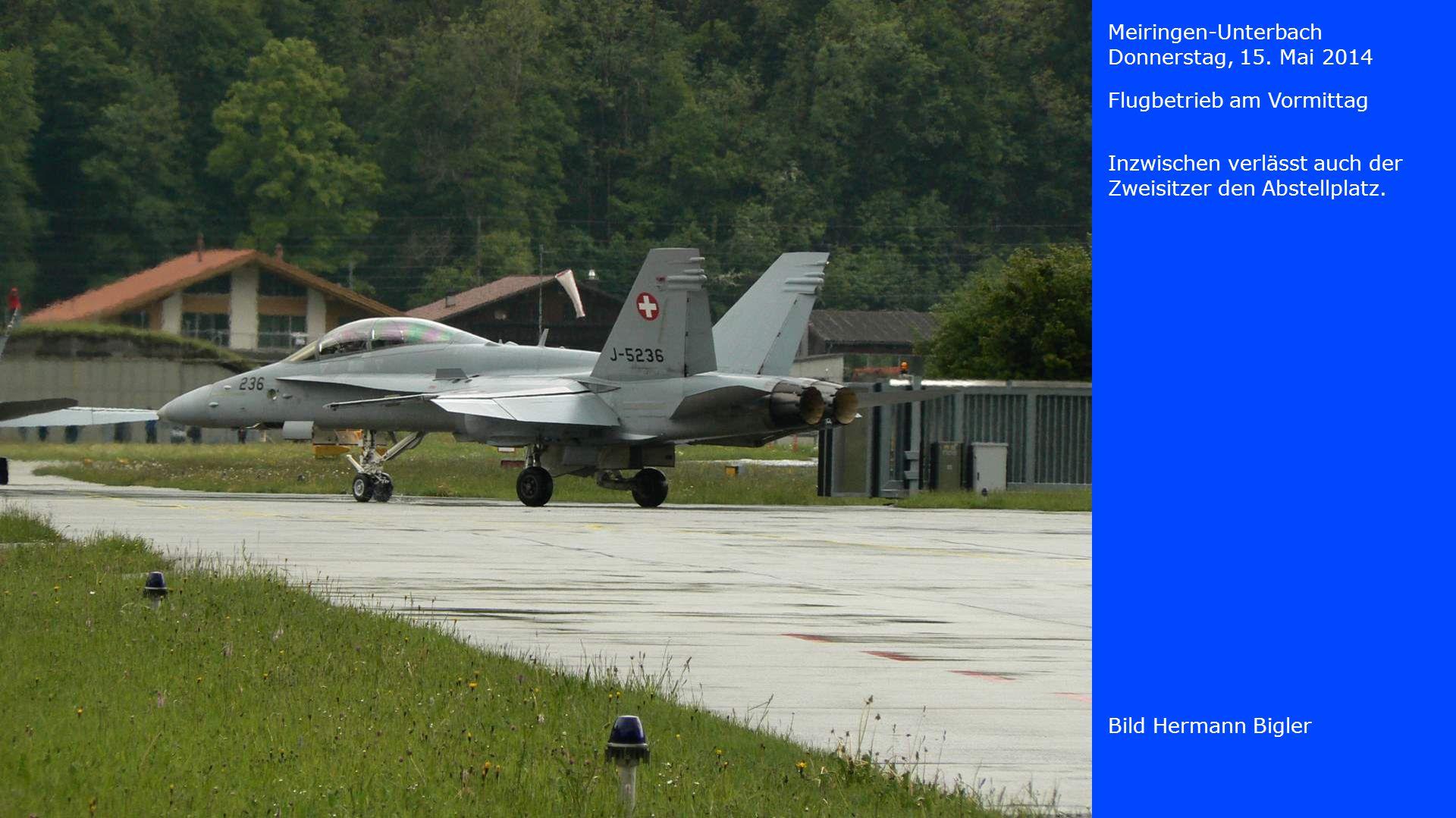 Meiringen-Unterbach Donnerstag, 15. Mai 2014. Flugbetrieb am Vormittag. Inzwischen verlässt auch der Zweisitzer den Abstellplatz.