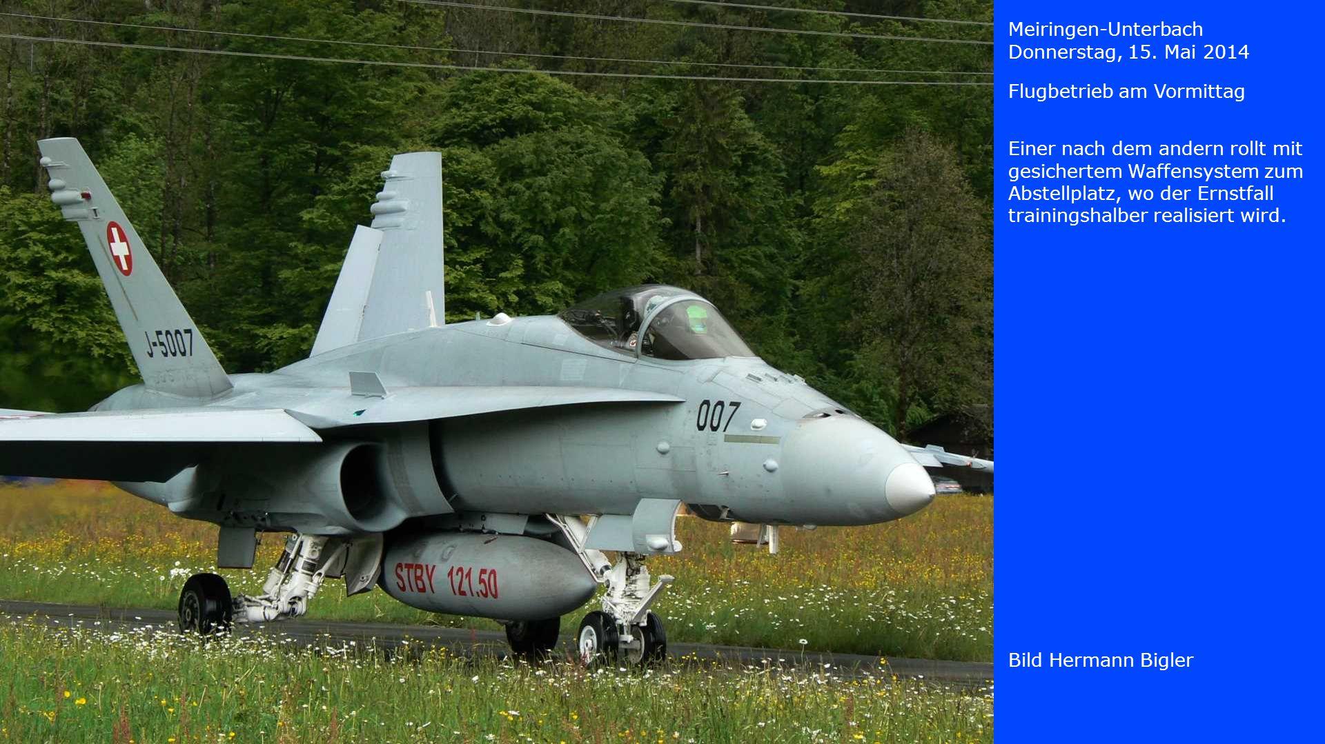 Meiringen-Unterbach Donnerstag, 15. Mai 2014. Flugbetrieb am Vormittag. Einer nach dem andern rollt mit gesichertem Waffensystem zum.