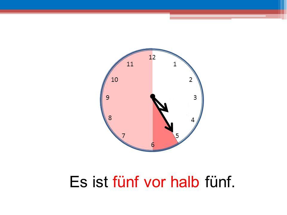 Es ist fünf vor halb fünf.