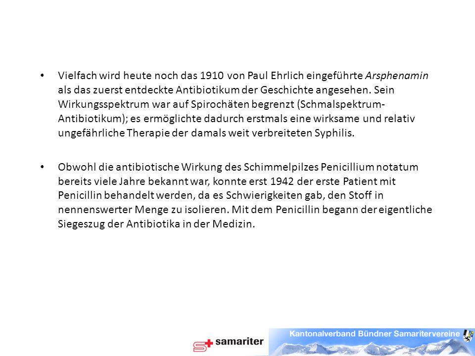 Vielfach wird heute noch das 1910 von Paul Ehrlich eingeführte Arsphenamin als das zuerst entdeckte Antibiotikum der Geschichte angesehen. Sein Wirkungsspektrum war auf Spirochäten begrenzt (Schmalspektrum-Antibiotikum); es ermöglichte dadurch erstmals eine wirksame und relativ ungefährliche Therapie der damals weit verbreiteten Syphilis.