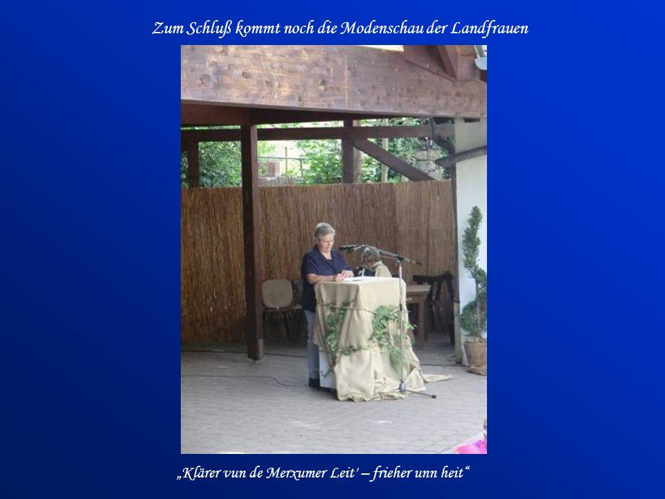 Zum Schluß kommt noch die Modenschau der Landfrauen