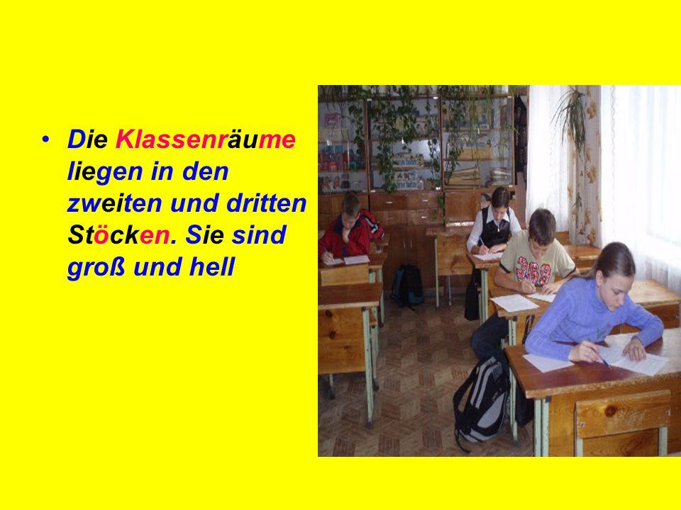 Die Klassenräume liegen in den zweiten und dritten Stöcken