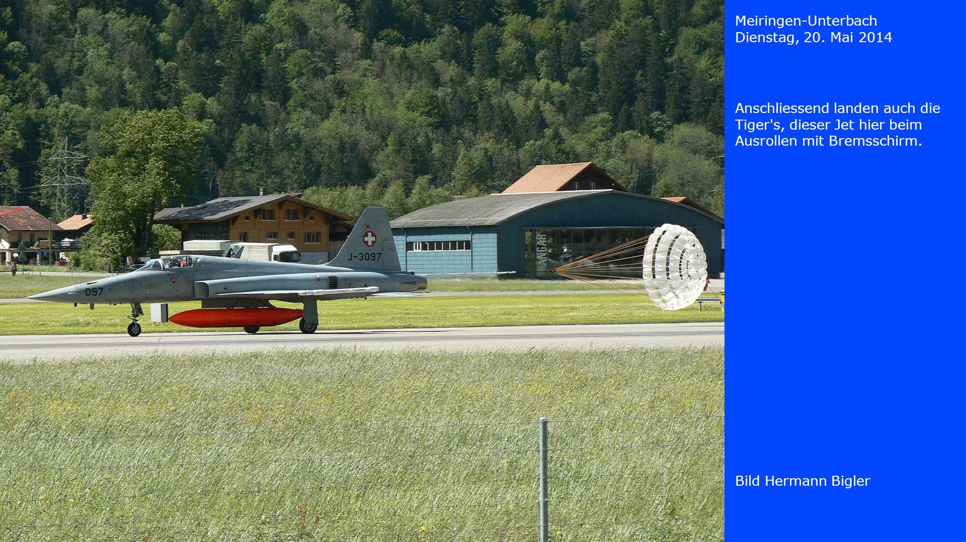 Meiringen-Unterbach Dienstag, 20. Mai 2014. Anschliessend landen auch die Tiger s, dieser Jet hier beim Ausrollen mit Bremsschirm.