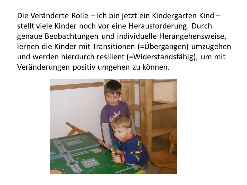 Die Veränderte Rolle – ich bin jetzt ein Kindergarten Kind – stellt viele Kinder noch vor eine Herausforderung.