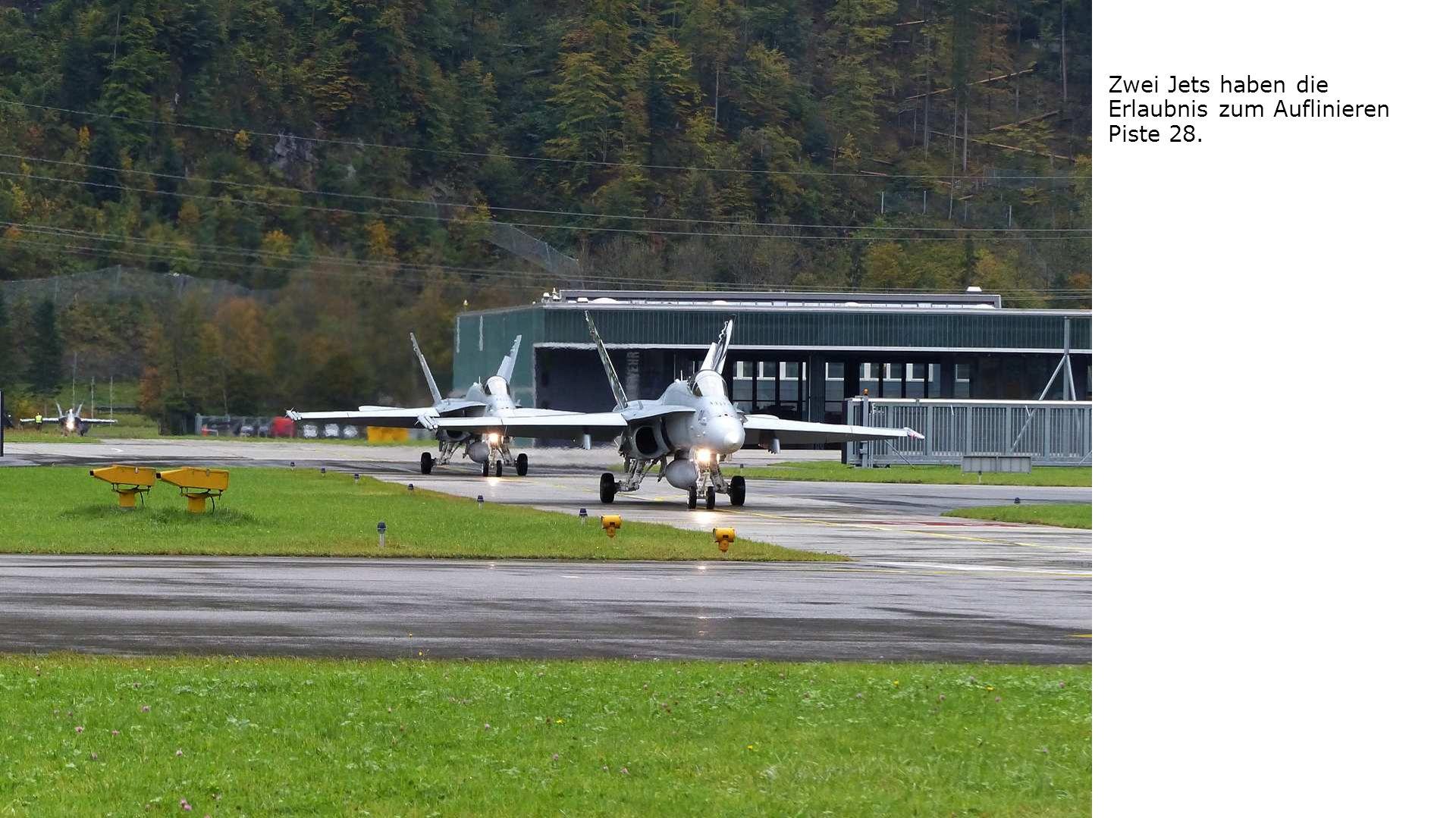 Zwei Jets haben die Erlaubnis zum Auflinieren Piste 28.