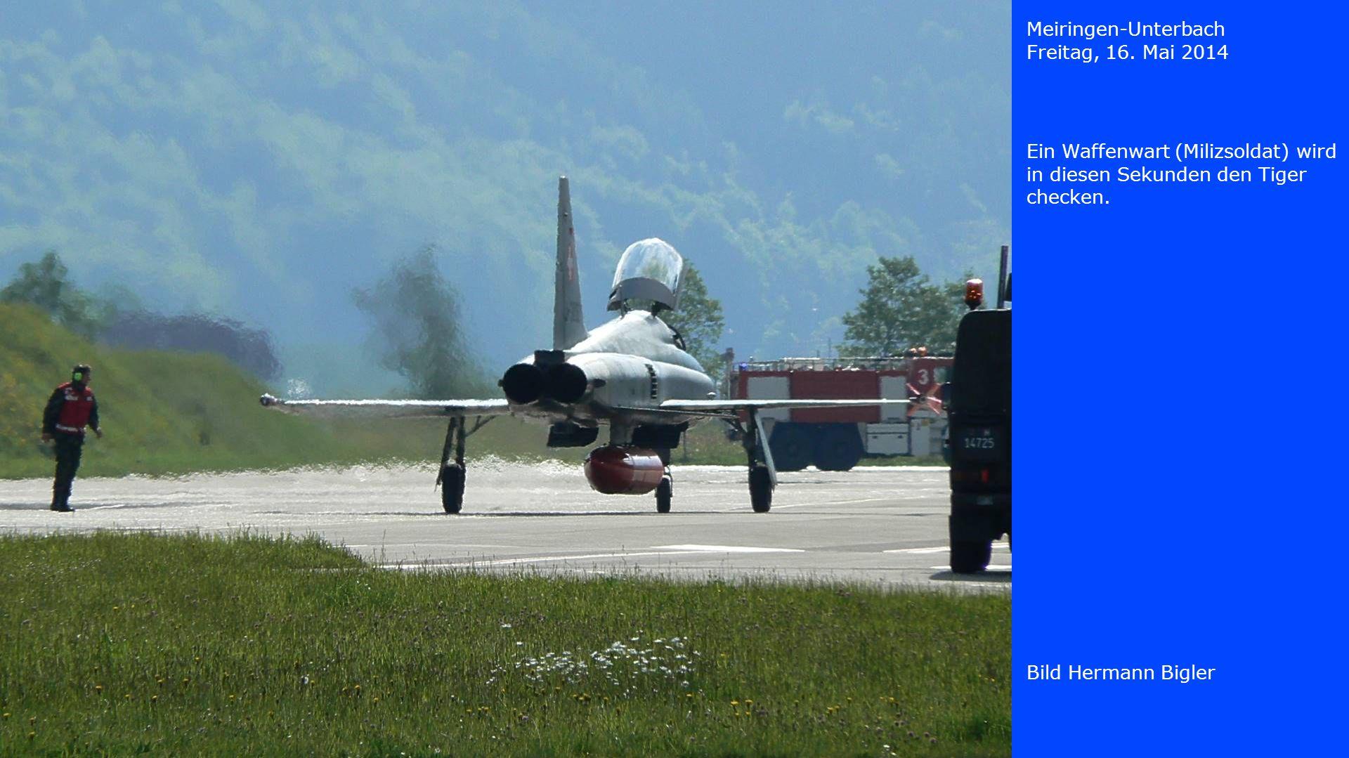 Meiringen-Unterbach Freitag, 16. Mai 2014. Ein Waffenwart (Milizsoldat) wird in diesen Sekunden den Tiger checken.