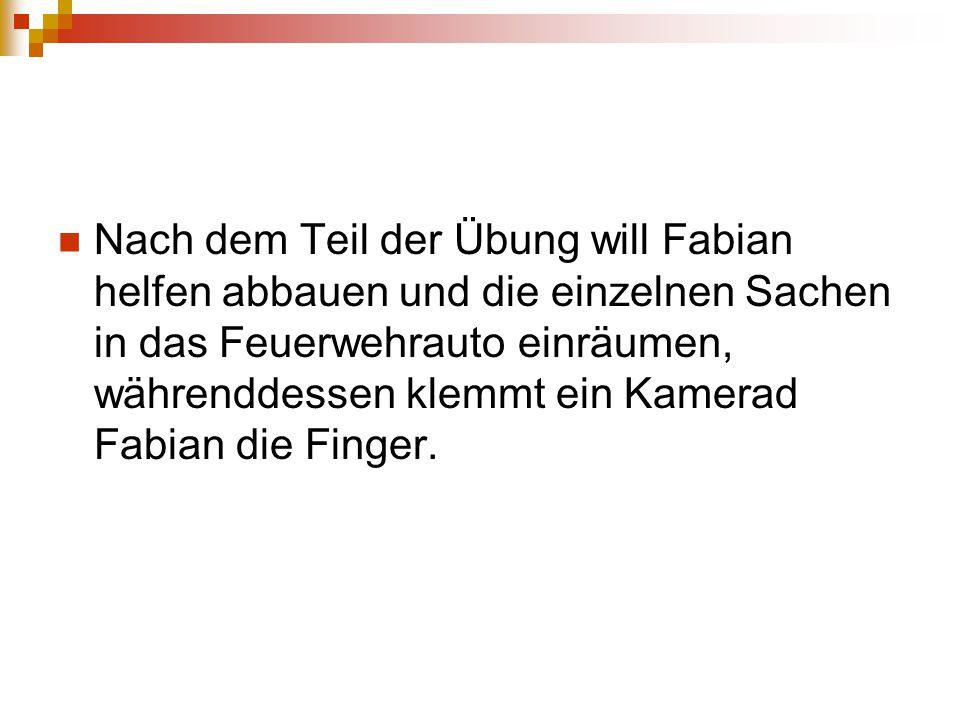 Nach dem Teil der Übung will Fabian helfen abbauen und die einzelnen Sachen in das Feuerwehrauto einräumen, währenddessen klemmt ein Kamerad Fabian die Finger.