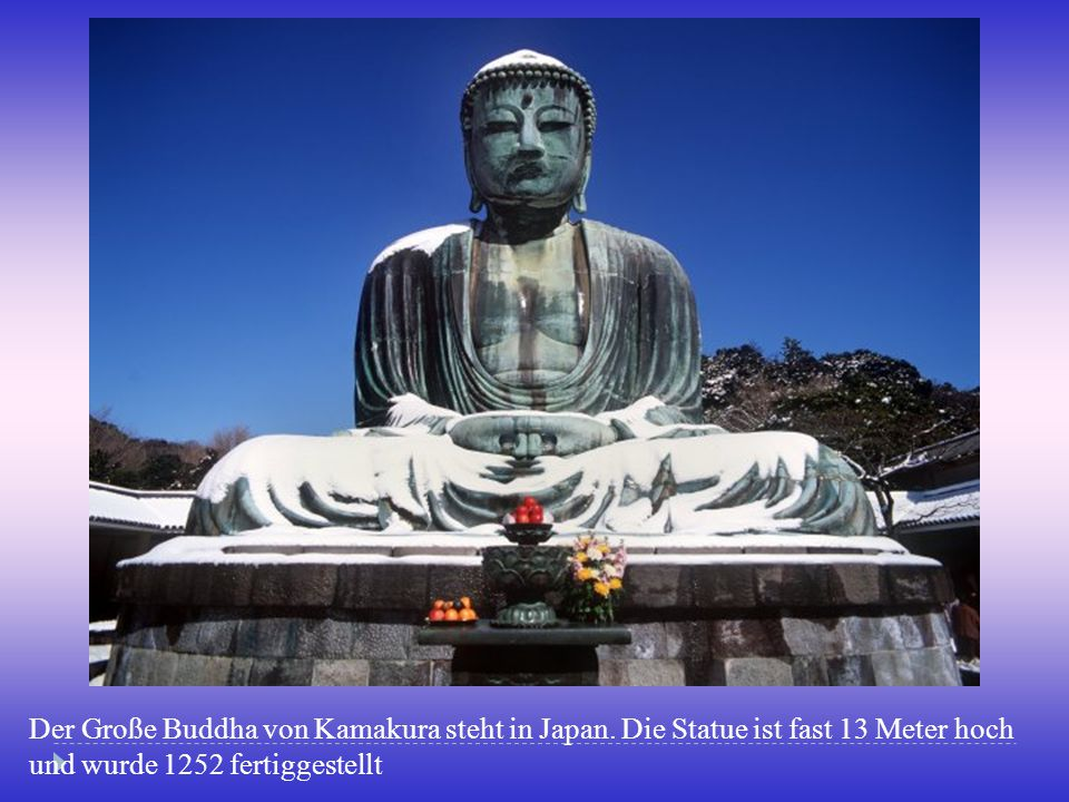 Der Große Buddha von Kamakura steht in Japan
