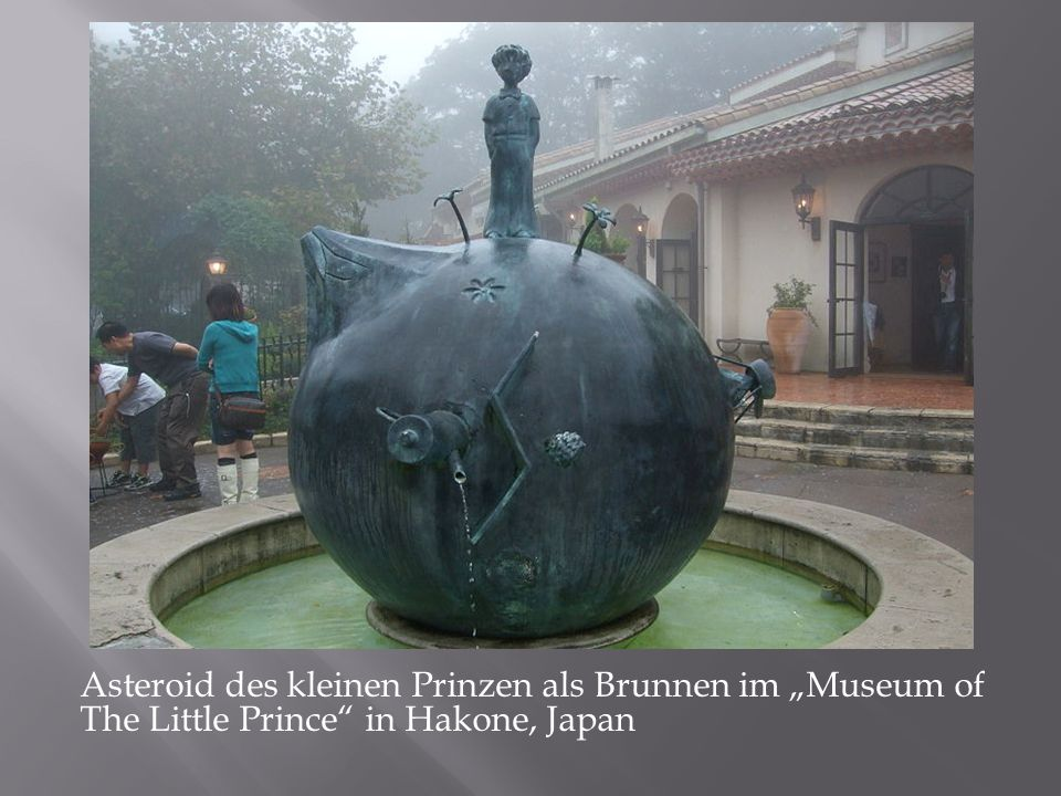 "Asteroid des kleinen Prinzen als Brunnen im ""Museum of The Little Prince in Hakone, Japan"