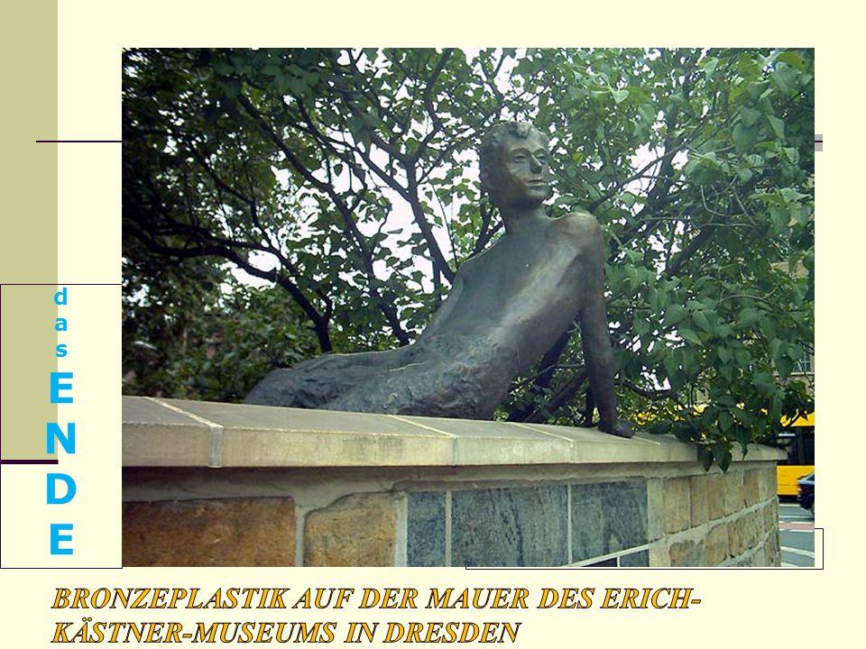 Bronzeplastik auf der Mauer des Erich-Kästner-Museums in Dresden