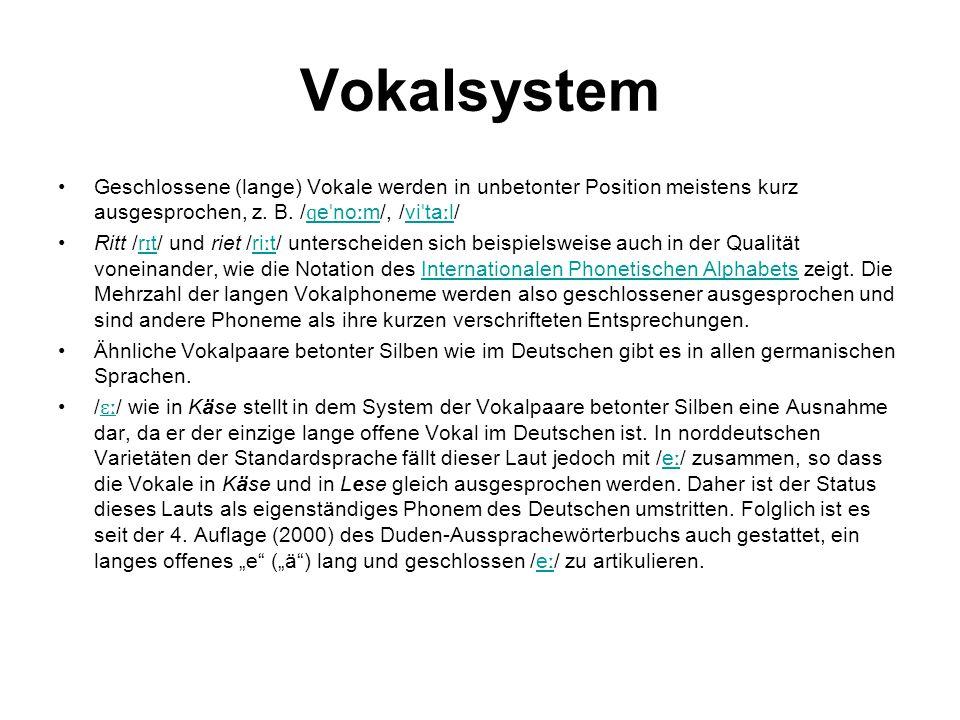 Vokalsystem Geschlossene (lange) Vokale werden in unbetonter Position meistens kurz ausgesprochen, z. B. /ɡeˈnoːm/, /viˈtaːl/