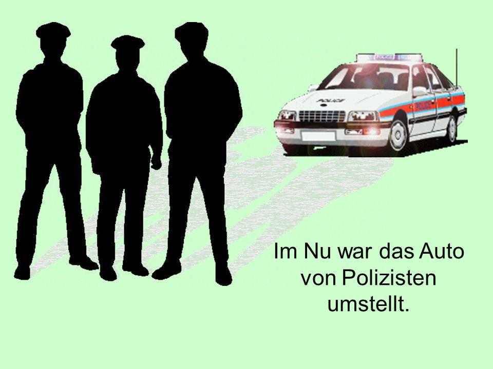 Im Nu war das Auto von Polizisten umstellt.