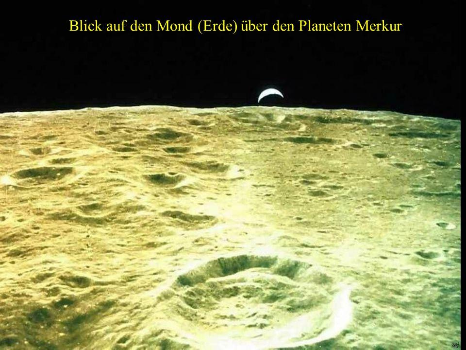 Blick auf den Mond (Erde) über den Planeten Merkur