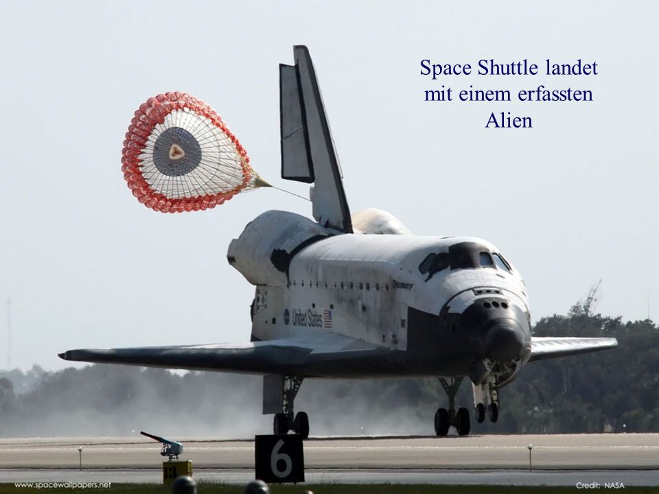 Space Shuttle landet mit einem erfassten Alien