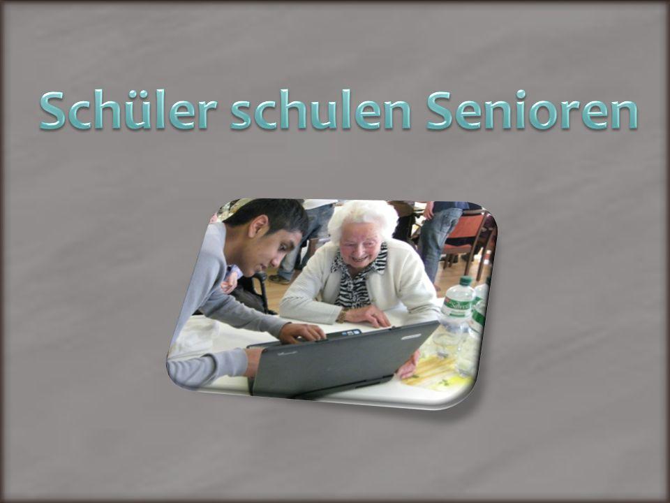 Schüler schulen Senioren