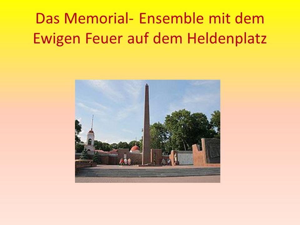 Das Memorial- Ensemble mit dem Ewigen Feuer auf dem Heldenplatz