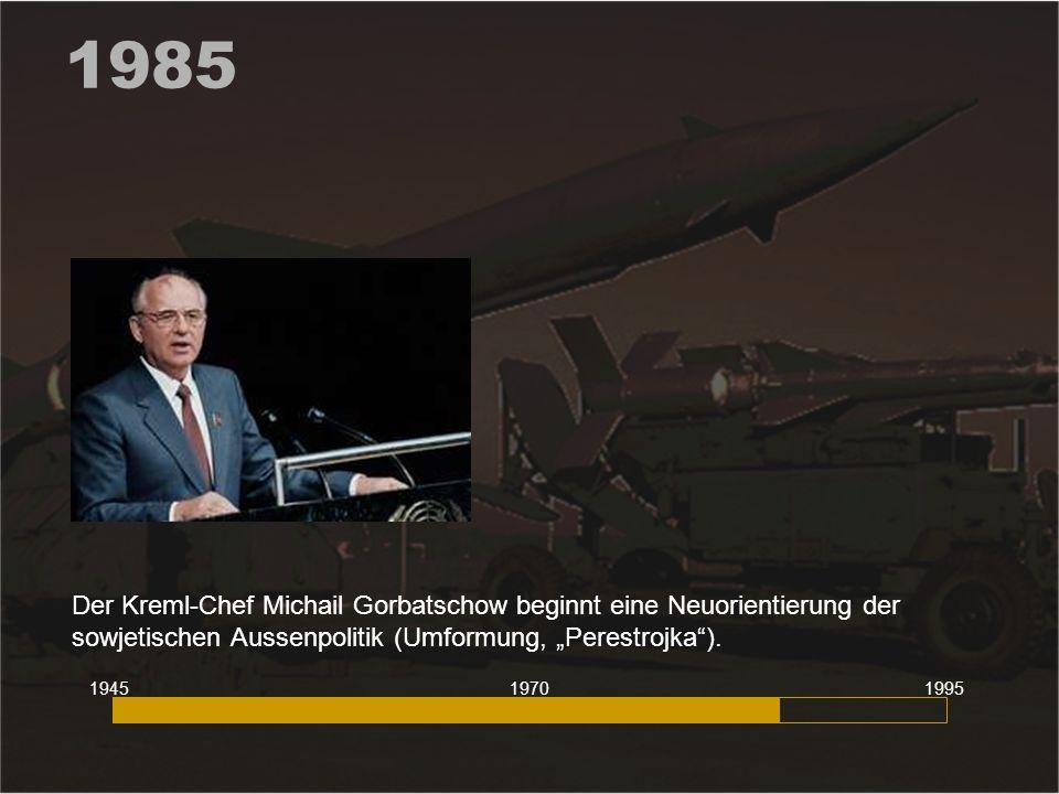"""1985 Der Kreml-Chef Michail Gorbatschow beginnt eine Neuorientierung der sowjetischen Aussenpolitik (Umformung, """"Perestrojka )."""