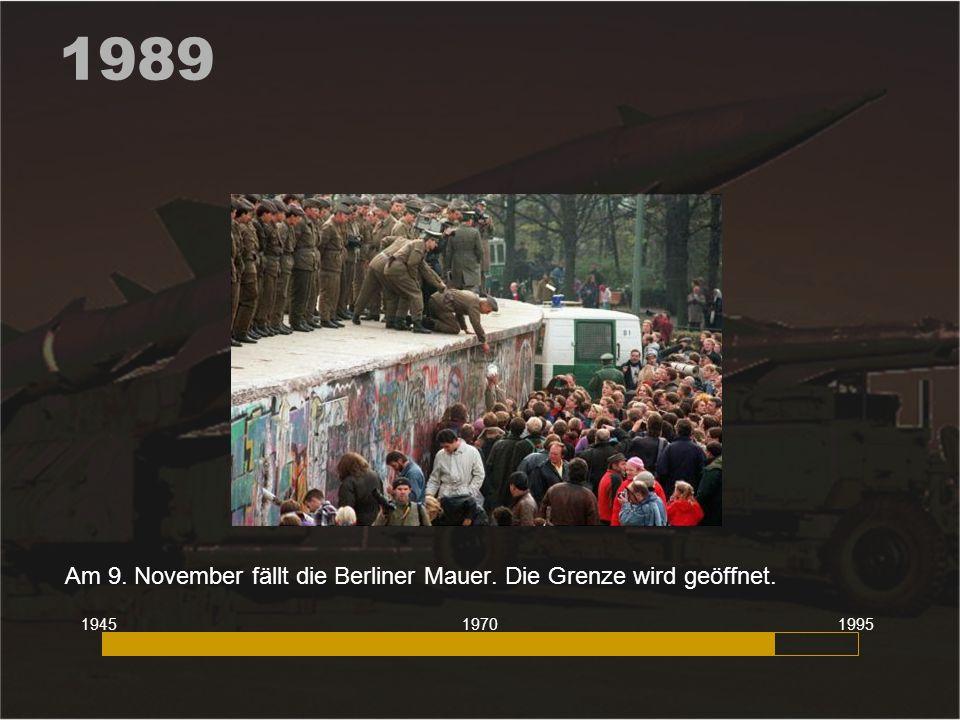 Am 9. November fällt die Berliner Mauer. Die Grenze wird geöffnet.