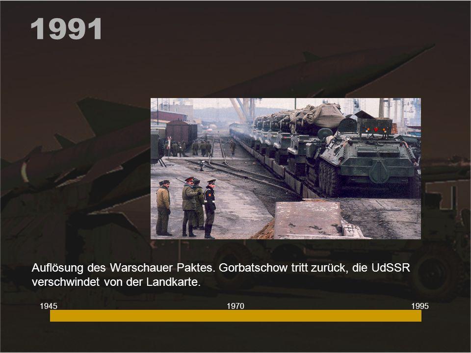 1991 Auflösung des Warschauer Paktes. Gorbatschow tritt zurück, die UdSSR verschwindet von der Landkarte.