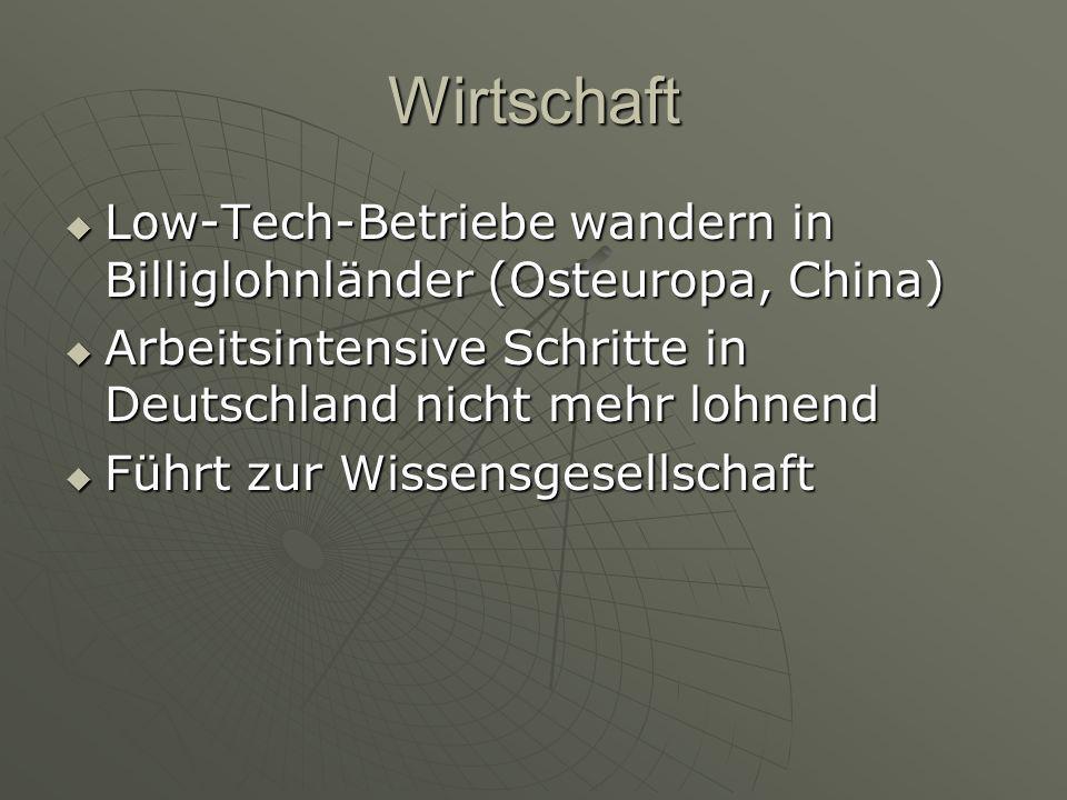 Wirtschaft Low-Tech-Betriebe wandern in Billiglohnländer (Osteuropa, China) Arbeitsintensive Schritte in Deutschland nicht mehr lohnend.