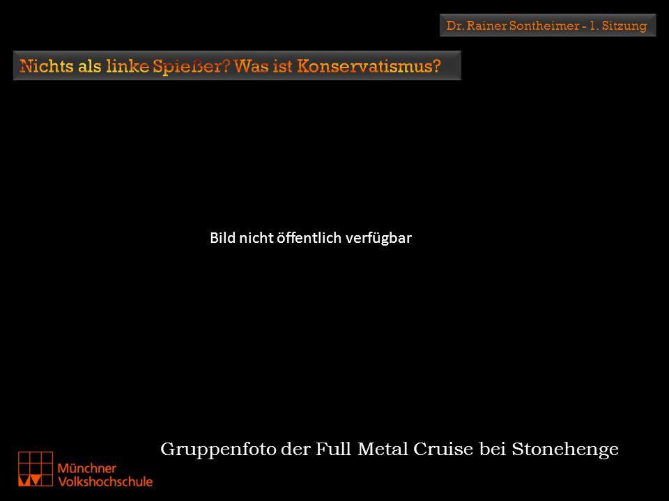 Gruppenfoto der Full Metal Cruise bei Stonehenge